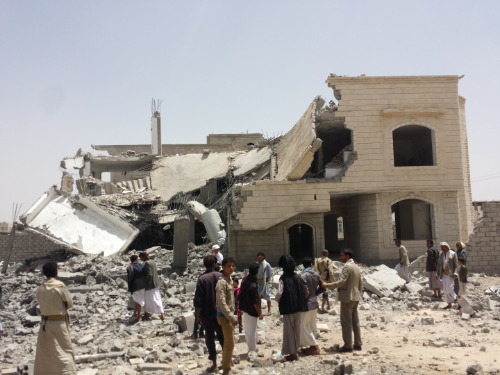 Destroyed_house_in_the_south_of_Sanaa_12-6-2015-3.jpg